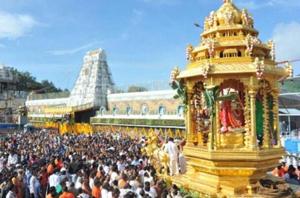 BJP在Tirupati寺庙遗失了金色 银色饰物后哭泣